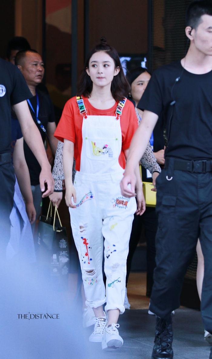 Học tập 3 xu hướng thời trang mới từ sao Hoa ngữ có thể khiến người mặc như trẻ ra vài tuổi - Ảnh 5.