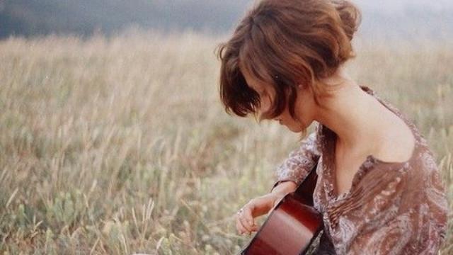 Trên đời này, không gì đáng sợ bằng yêu một người vô tâm...