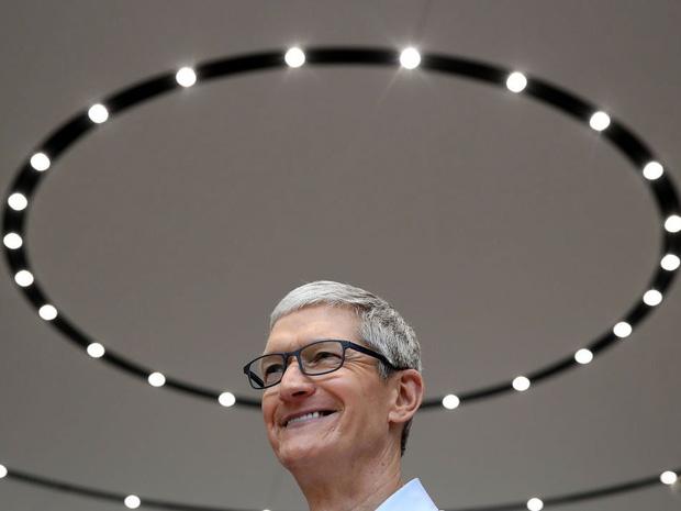 Săm soi một ngày của Tim Cook, người đàn ông quyền lực đứng đằng sau chiếc iPhone X giá nghìn USD - Ảnh 19.