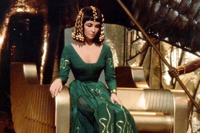 """5 """"vũ khí bí mật"""" mê hoặc đàn ông của Cleopatra - vị nữ hoàng quyền lực nhất Ai Cập cổ đại"""