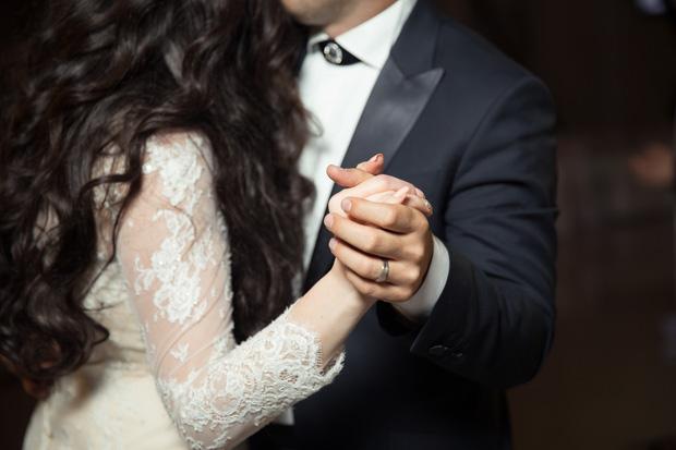 Hãy coi nhau như là xa lạ để tiếp tục được yêu thêm nhiều lần nữa - Ảnh 1.