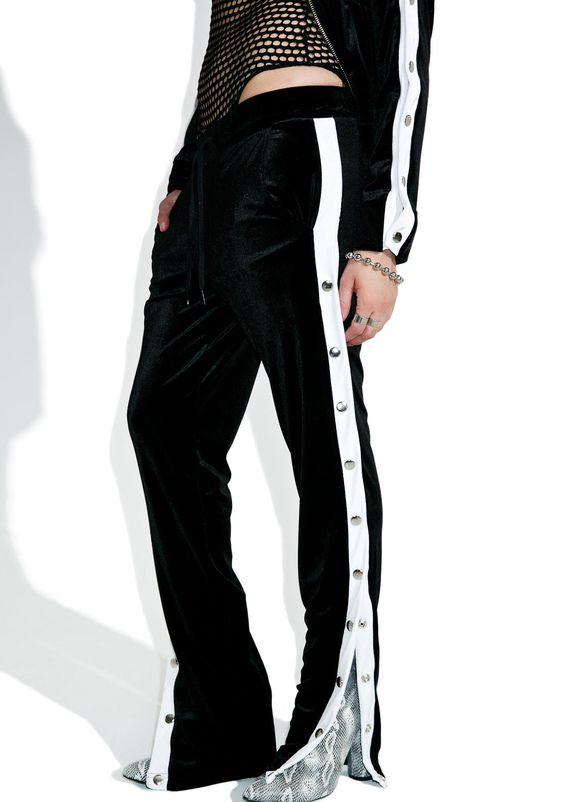 Thu/Đông này, quần thể thao kẻ sọc thân chắc chắn sẽ soát ngôi tất thảy các kiểu quần dài khác