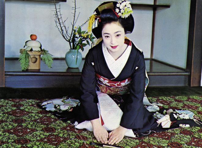 Cuộc đời ly kỳ của Geisha chín ngón nổi tiếng nhất Nhật Bản: Trẻ đa tình hàng nghìn người khao khát, cuối đời đi tu, chết trong đơn độc - Ảnh 4.