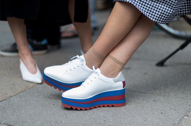 Xu hướng sneaker Thu/Đông 2017 đang khởi động với 4 mẫu giày này