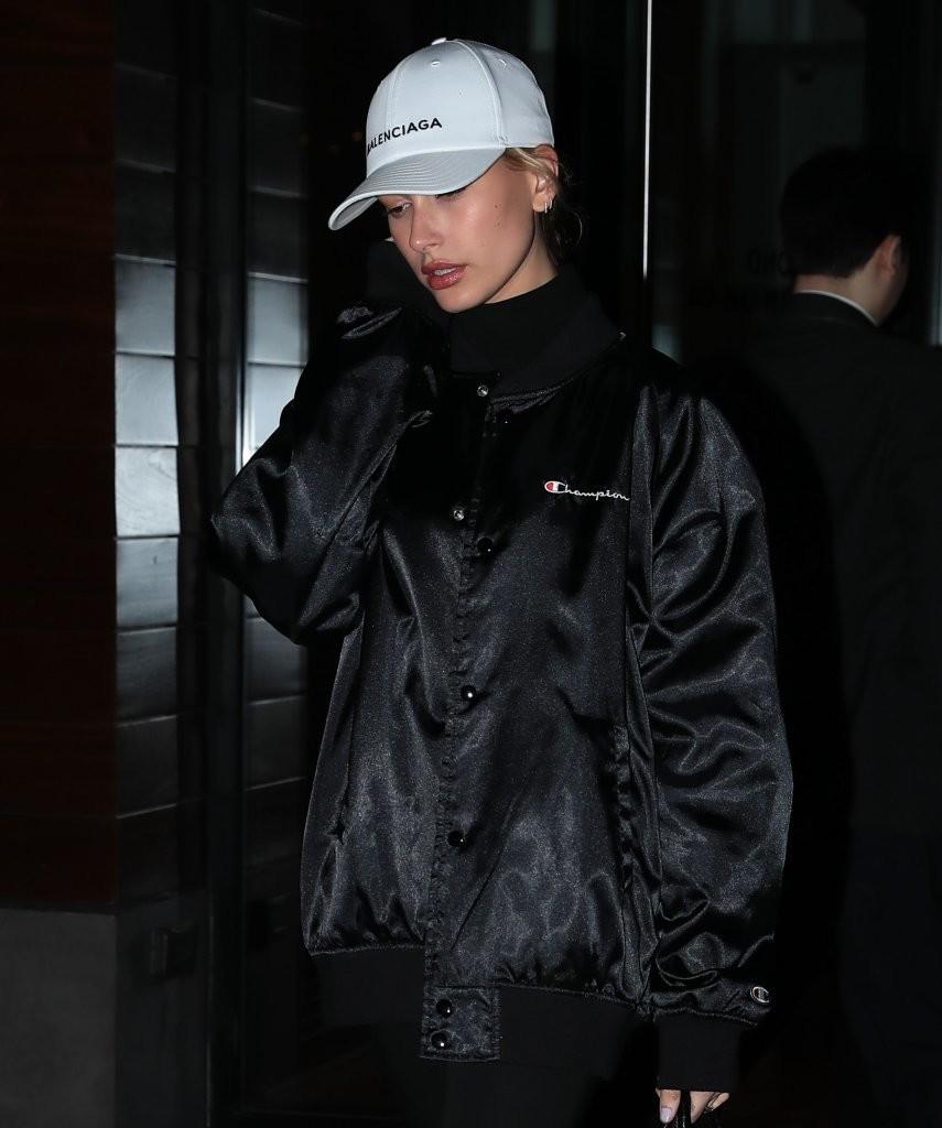 Giới trẻ châu Á đang sốt rần rần vì chiếc mũ của bố cool không tưởng đến từ Balenciaga - Ảnh 5.