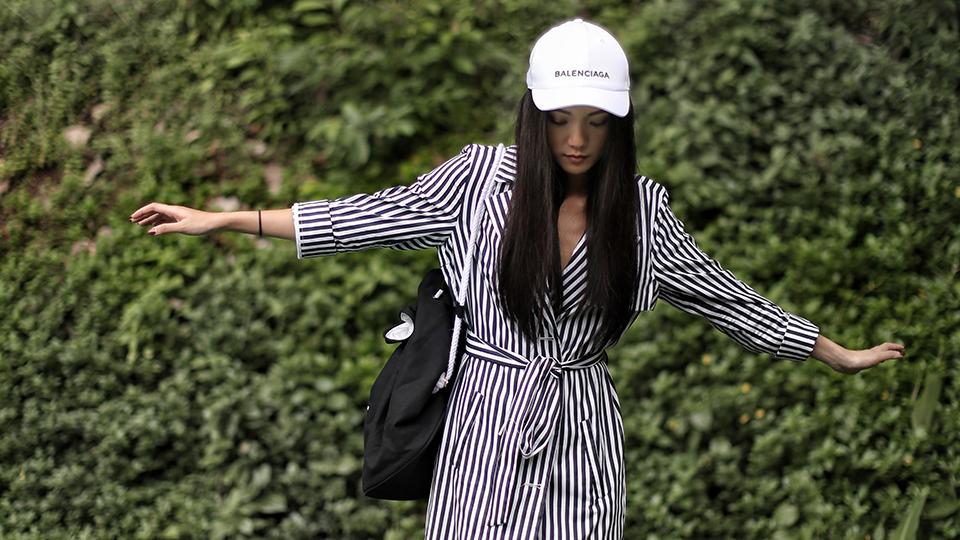 Giới trẻ châu Á đang sốt rần rần vì chiếc mũ của bố cool không tưởng đến từ Balenciaga - Ảnh 14.