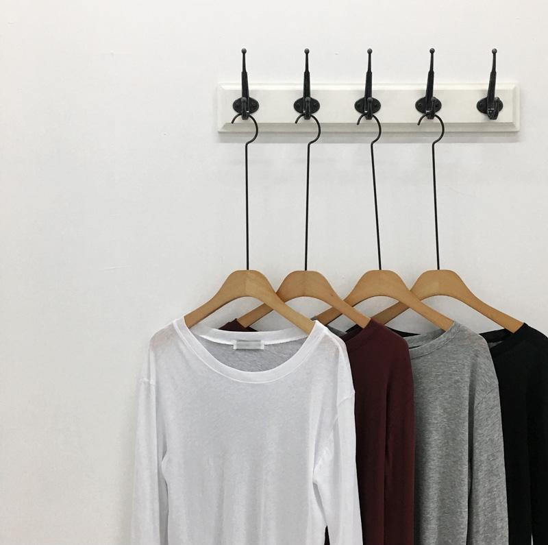 """Thủ sẵn vài ba chiếc áo thun ôm trơn màu, công cuộc ăn diện mùa thu của bạn sẽ """"lên hương"""" hẳn"""