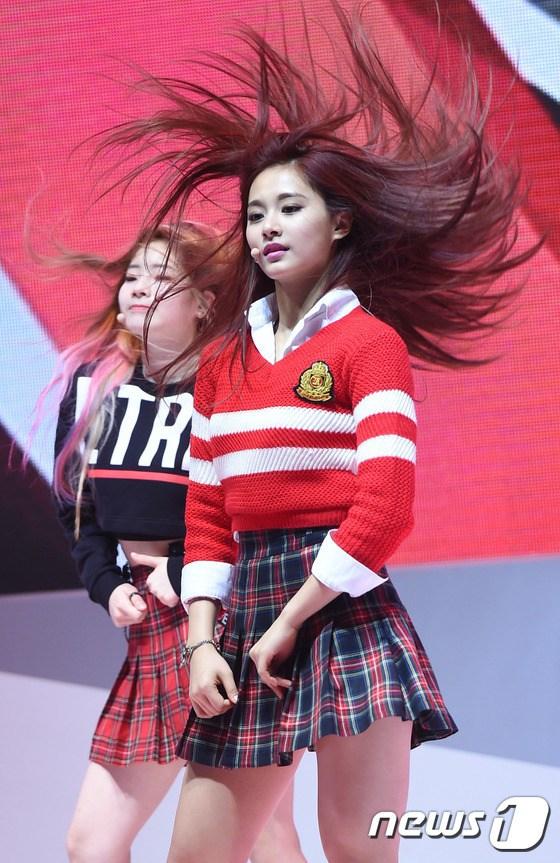 """Tzuyu - """"Nữ thần hất tóc"""" và những khoảnh khắc đẹp lung linh mê hoặc người nhìn"""