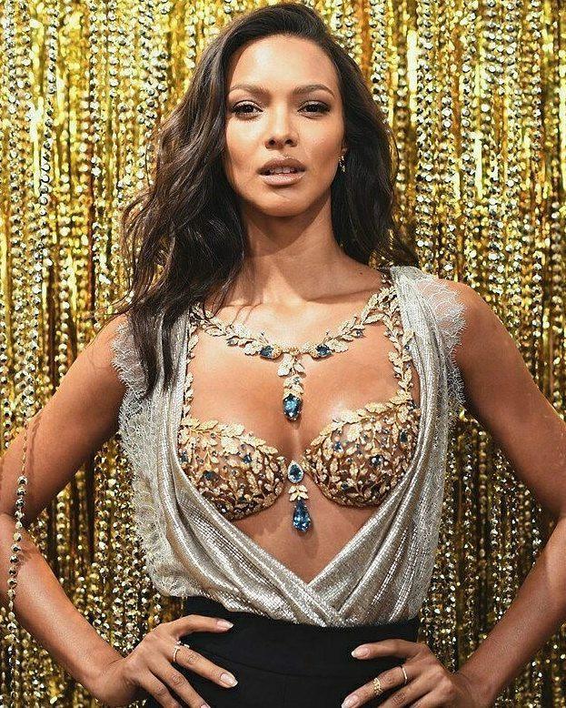 Victorias Secret Fashion Show: Hé lộ chiếc Fantasy Bra siêu long lanh trị giá 45 tỷ VNĐ và thiên thần sẽ trình diễn nó - Ảnh 2.