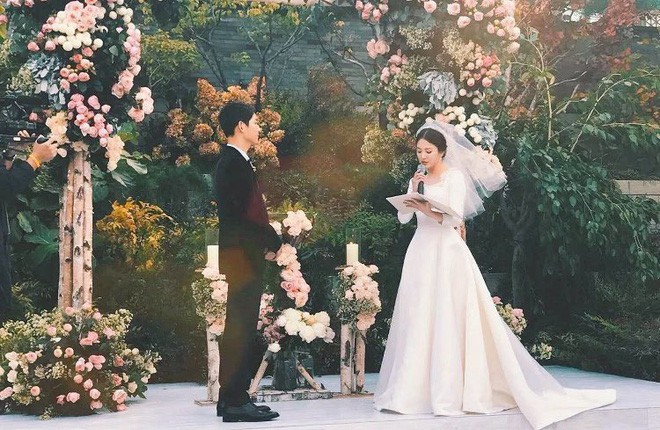 Báo Hàn đăng ảnh độc quyền: Song Joong Ki và Song Hye Kyo xuất hiện tại Tây Ban Nha trong chuyến trăng mật - Ảnh 4.