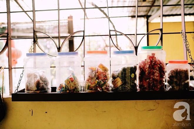 Có một quán cafe trong khu tập thể cũ, khiến ta yêu hơn những ngày Hà Nội thật là thu - Ảnh 13.