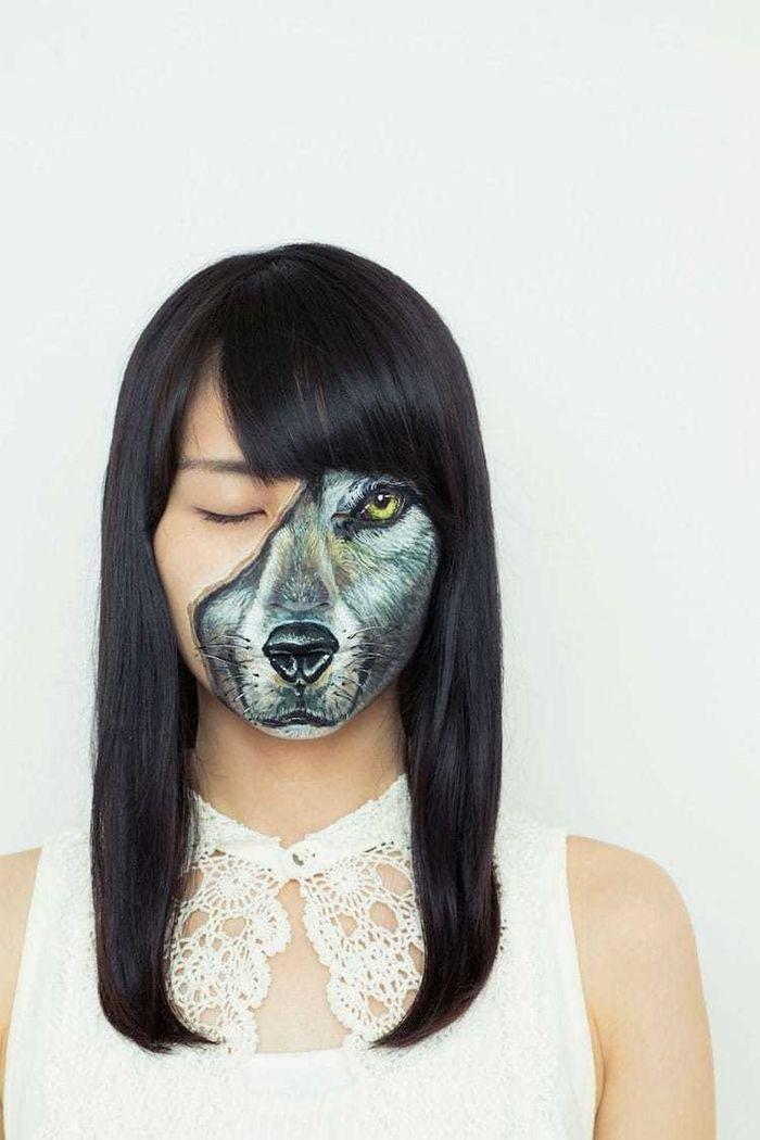 Đằng sau lớp da người chính là khuôn mặt của sói.
