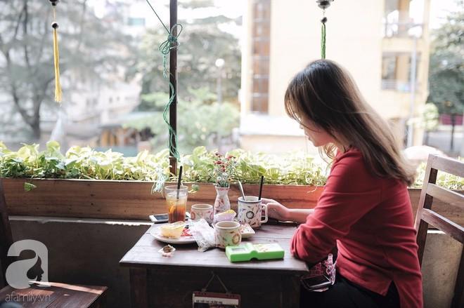 Có một quán cafe trong khu tập thể cũ, khiến ta yêu hơn những ngày Hà Nội thật là thu - Ảnh 9.