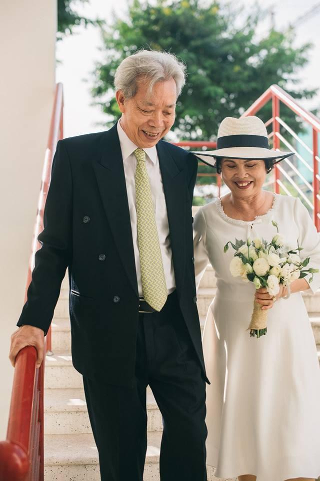 45 năm ông bà anh yêu nhau từ thời chẳng có gì đến tuổi thất thập và bộ ảnh cưới tình hơn tụi trẻ - Ảnh 9.