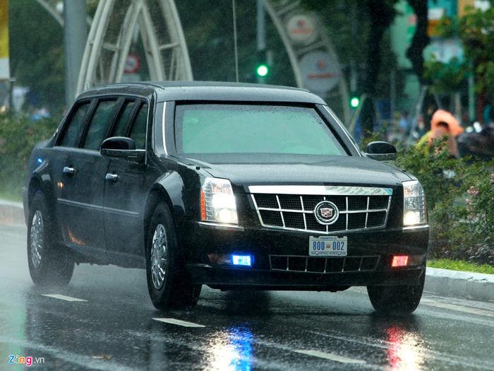 Xe Cadillac One của Tổng thống Donald Trump trên đường phố Đà Nẵng.