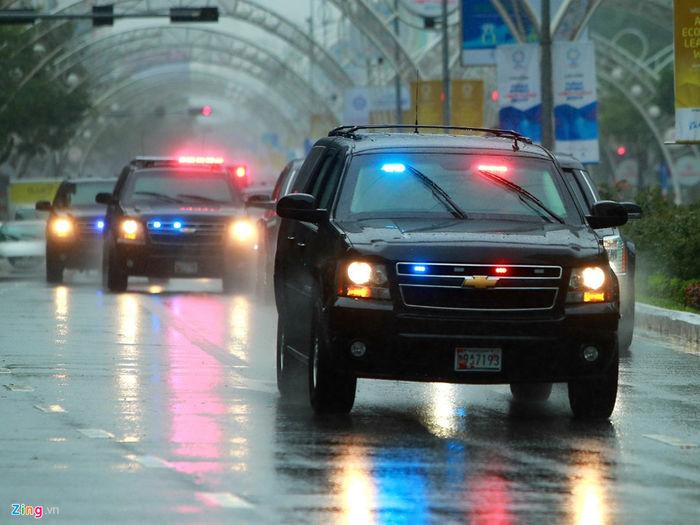 Xe an ninh luôn đi theo sau xe tổng thống, chở theo các mật vụ.