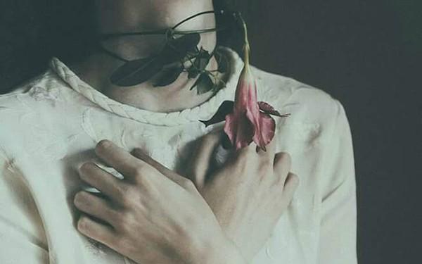 """Phụ nữ vì yêu mà """"phản bội"""" bản thân: Sẽ chỉ rước lấy khổ dại trăm lần!"""