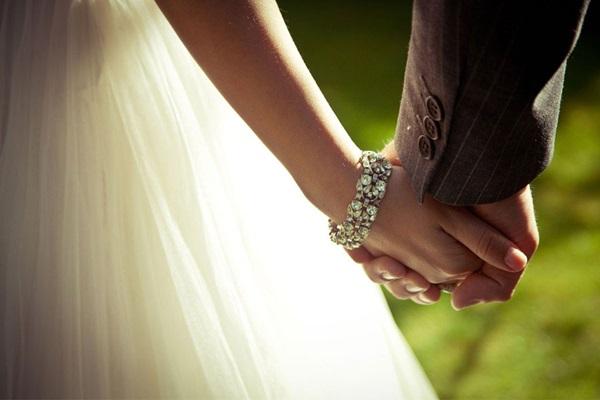 """Cố gắng níu kéo một mối quan hệ không còn hạnh phúc, chỉ càng chứng tỏ bạn đang """"sợ hãi"""" chứ không phải tình yêu"""