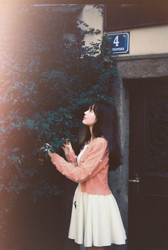 Cái cảm giác cô đơn khi đang yêu một ai đó, thật ra còn tệ hơn cảm giác cô đơn khi chỉ có một mình...
