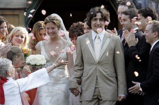 Đám cưới là kết tinh của tình yêu đầy ngọt ngào giữa cặp đôi saunhiều năm quen biết