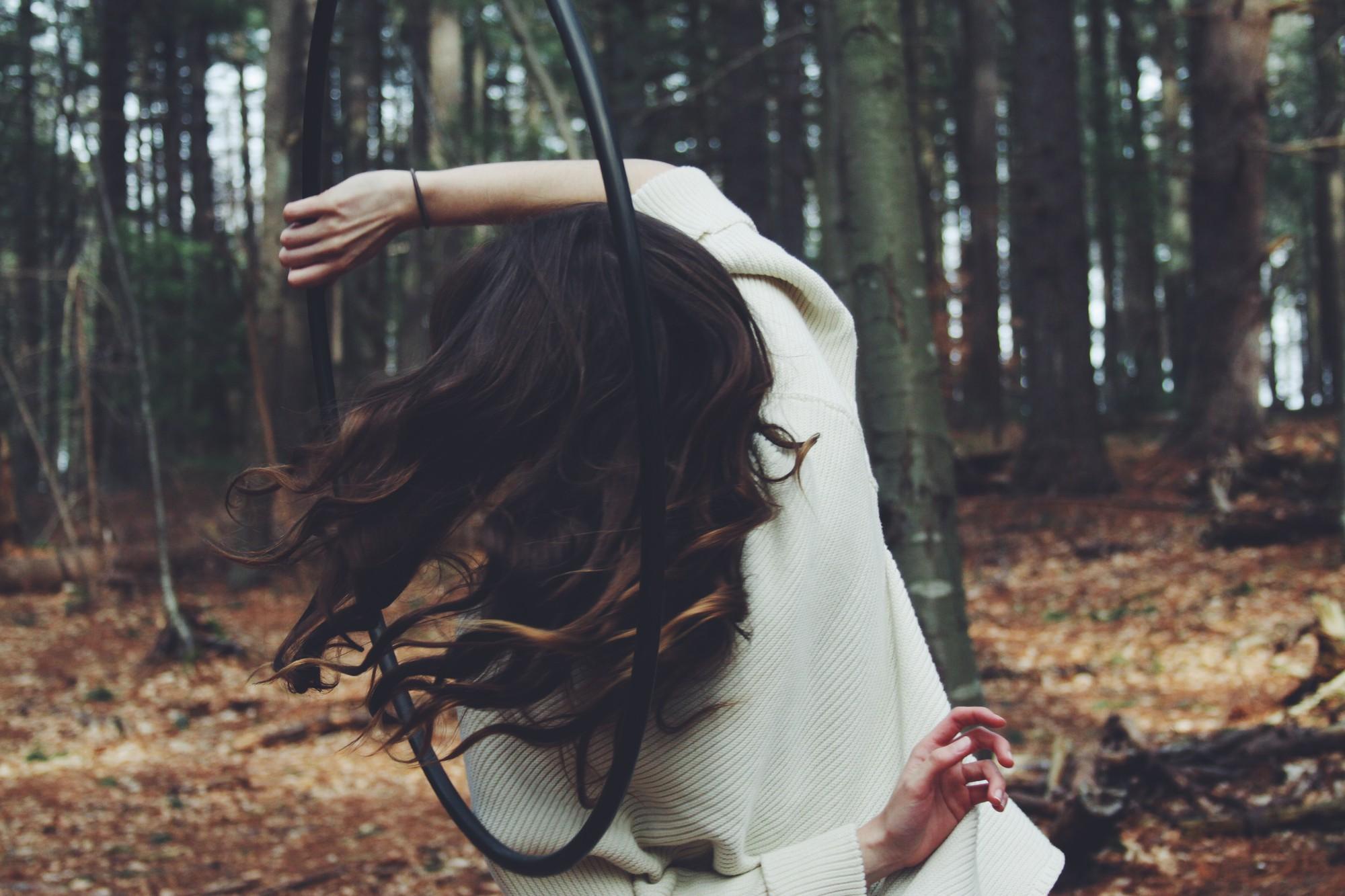 Có những cô gái đã yêu là hết sức hết lòng, nhưng khi bị phụ tình lại hết luôn cả vốn liếng thanh xuân!