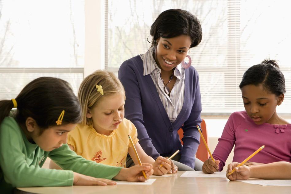8 câu chuyện cảm động về thầy cô giáo để chúng ta chợt nhận ra: Một lời cảm ơn là chưa bao giờ đủ! - Ảnh 3.