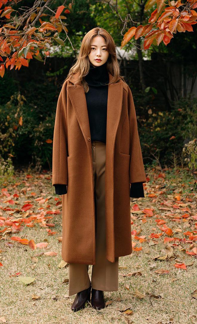 Áo khoác dài + quần ống rộng: Combo mặc kiểu gì cũng đẹp cho mùa đông năm nay - Ảnh 10.