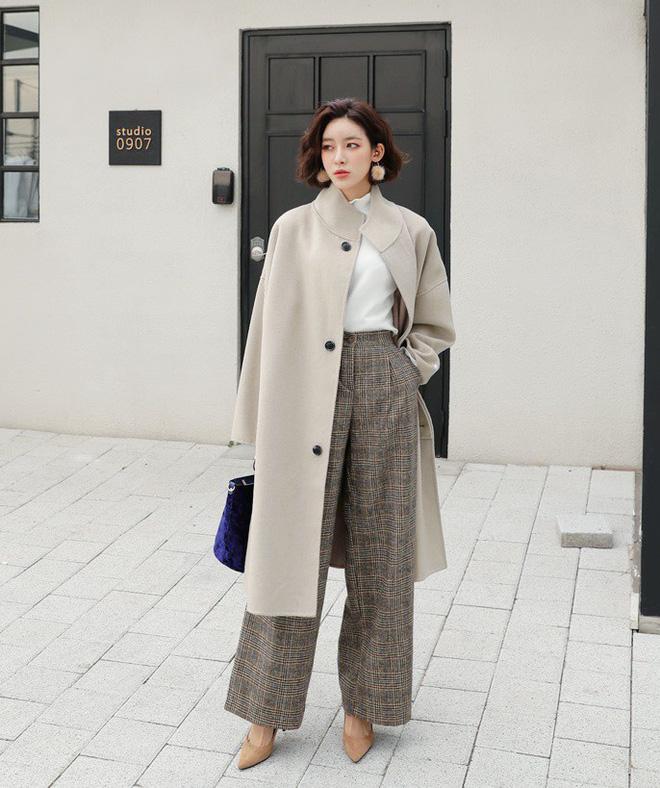Áo khoác dài + quần ống rộng: Combo mặc kiểu gì cũng đẹp cho mùa đông năm nay - Ảnh 1.