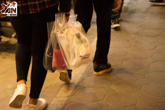 Mọi người ai nấy đều ra về trong phấn khởi vì lựa chọn được món đồ ưng ý với giá cả phải chăng