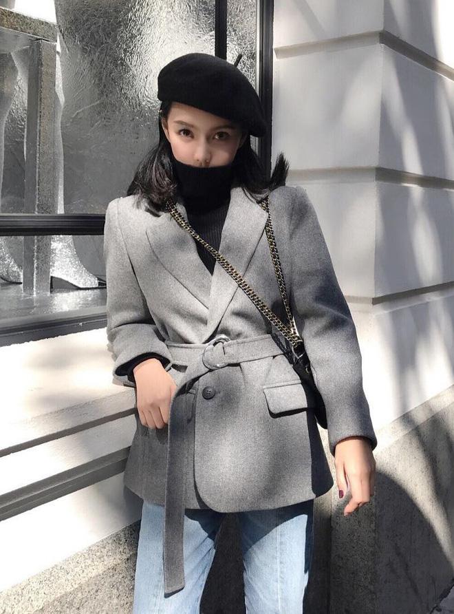 Cứ mùa lạnh đến là 7 mẫu áo khoác ấm áp này lại được các cô nàng thi nhau chưng diện - Ảnh 1.