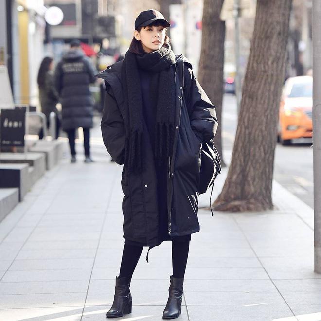 Cứ mùa lạnh đến là 7 mẫu áo khoác ấm áp này lại được các cô nàng thi nhau chưng diện - Ảnh 10.