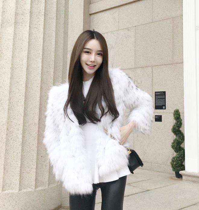 Cứ mùa lạnh đến là 7 mẫu áo khoác ấm áp này lại được các cô nàng thi nhau chưng diện - Ảnh 21.