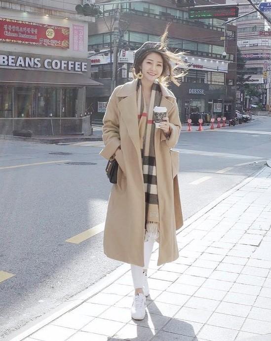 Cứ mùa lạnh đến là 7 mẫu áo khoác ấm áp này lại được các cô nàng thi nhau chưng diện - Ảnh 8.