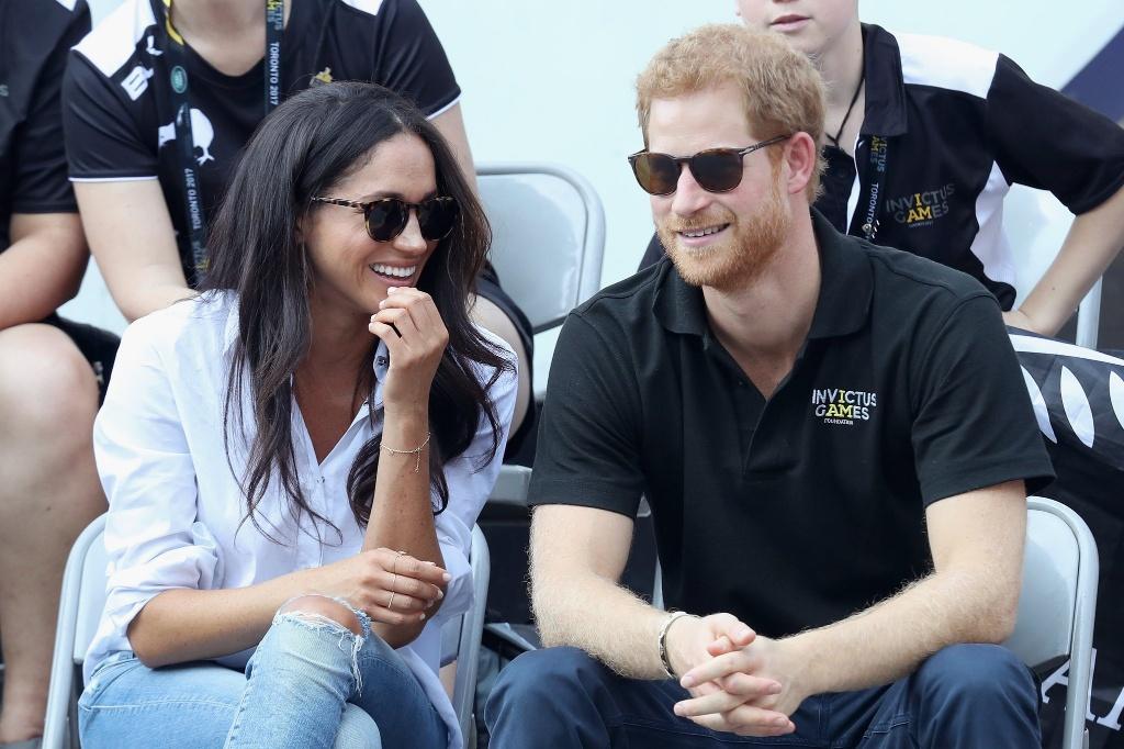 Meghan Markle: Một đời chồng thì sao, hơn tuổi người yêu thì sao, cuối cùng nàng vẫn lấy được Hoàng tử đấy thôi!