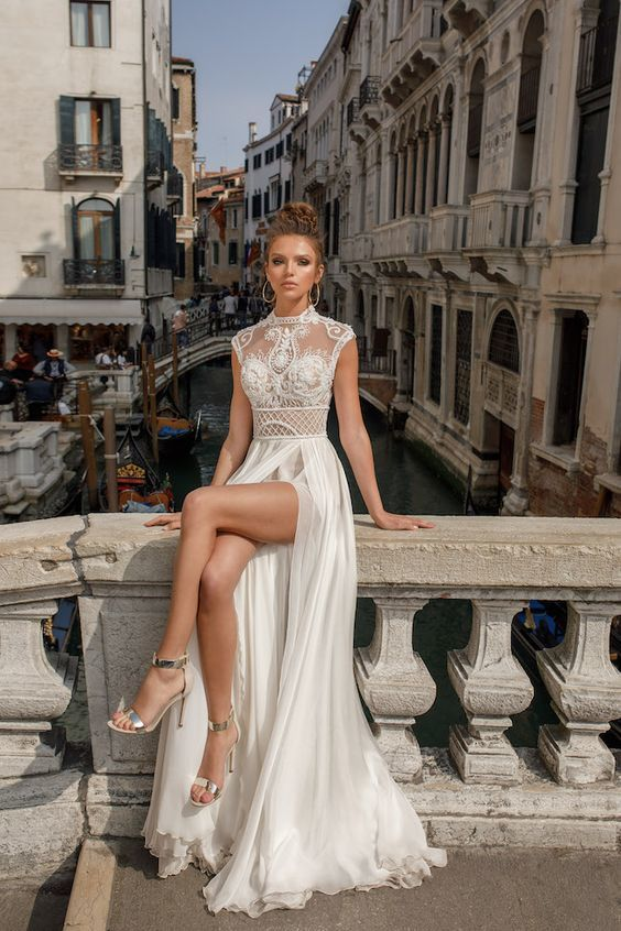 """Chân ngắn, ngực lép mặc váy cưới vẫn đẹp tuyệt vời nhờ những """"bí kíp"""" sau"""