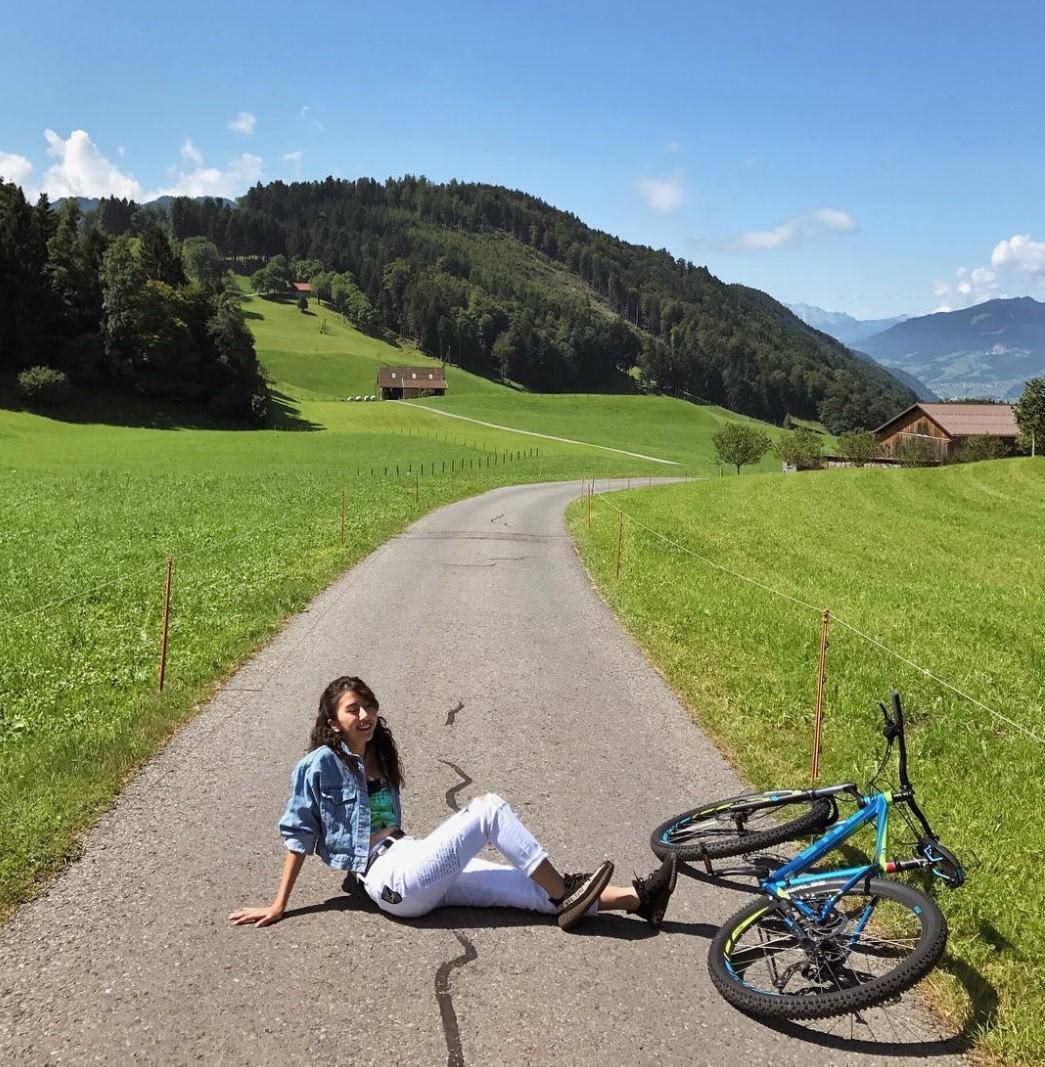 Những chuyến đi châu Âu của hot girl khiến dân tình đứng ngồi không yên vì ảnh đẹp - Ảnh 2.