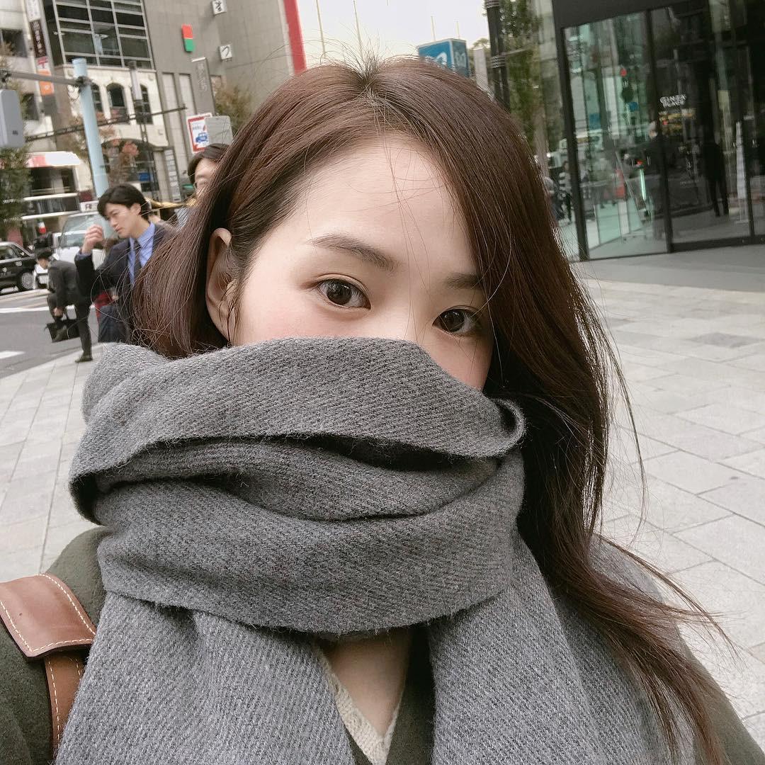 5 kiểu tóc vừa xinh vừa ăn nhập với tất cả các loại mũ, khăn và áo mà bạn diện mùa đông này - Ảnh 2.