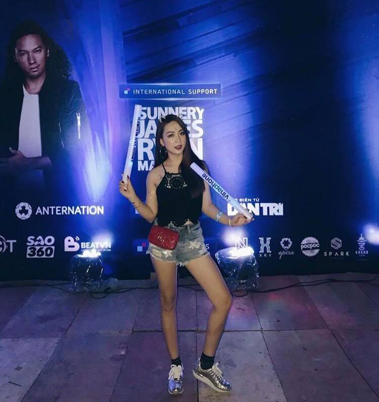Đi rave show Armin và đây là những cô nàng nóng bỏng nhất!