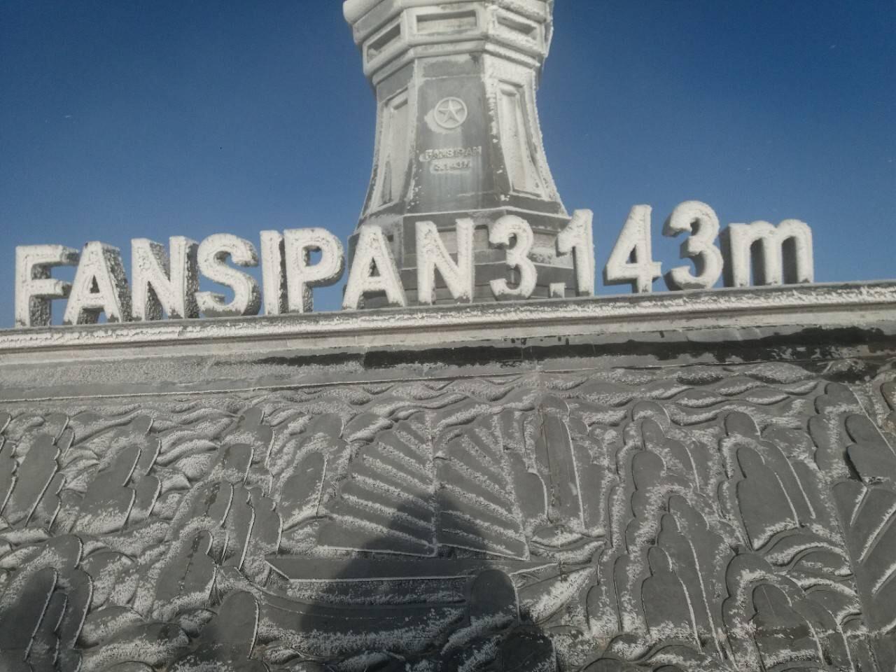 Đỉnh Fansipan trắng xóa băng tuyết, nhiệt độ ghi nhận -4 độ C - Ảnh 4.
