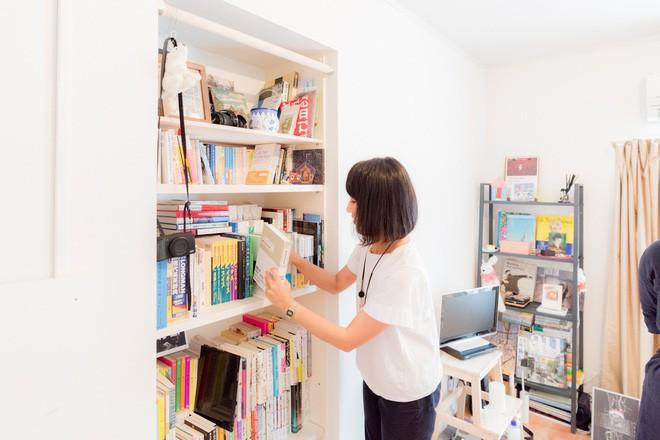 Căn hộ tí hon chưa đầy 20m² vừa đẹp, vừa gọn dù nhiều đồ nhờ sự bố trí nội thất rất thông minh của nữ nhiếp ảnh trẻ - Ảnh 6.