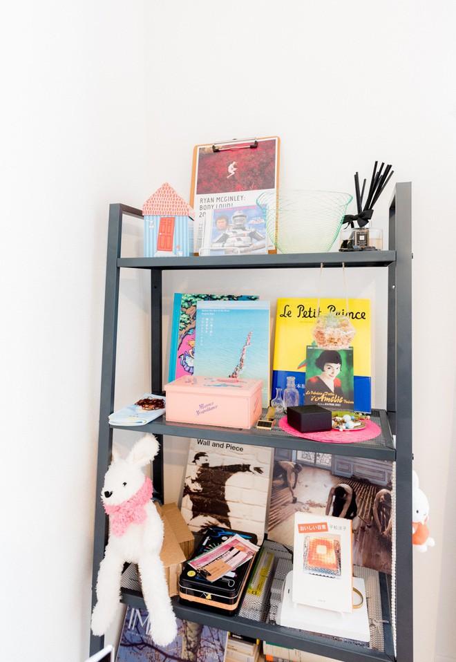 Căn hộ tí hon chưa đầy 20m² vừa đẹp, vừa gọn dù nhiều đồ nhờ sự bố trí nội thất rất thông minh của nữ nhiếp ảnh trẻ - Ảnh 9.