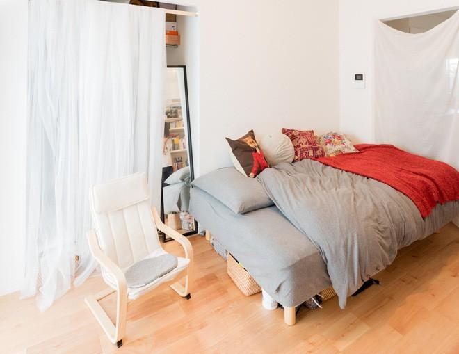 Căn hộ tí hon chưa đầy 20m² vừa đẹp, vừa gọn dù nhiều đồ nhờ sự bố trí nội thất rất thông minh của nữ nhiếp ảnh trẻ - Ảnh 5.