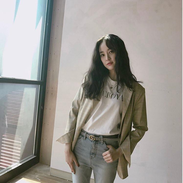 Là bạn gái G-Dragon nhưng Lee Joo Yeon chỉ trung thành với đồ basic thôi - Ảnh 4.