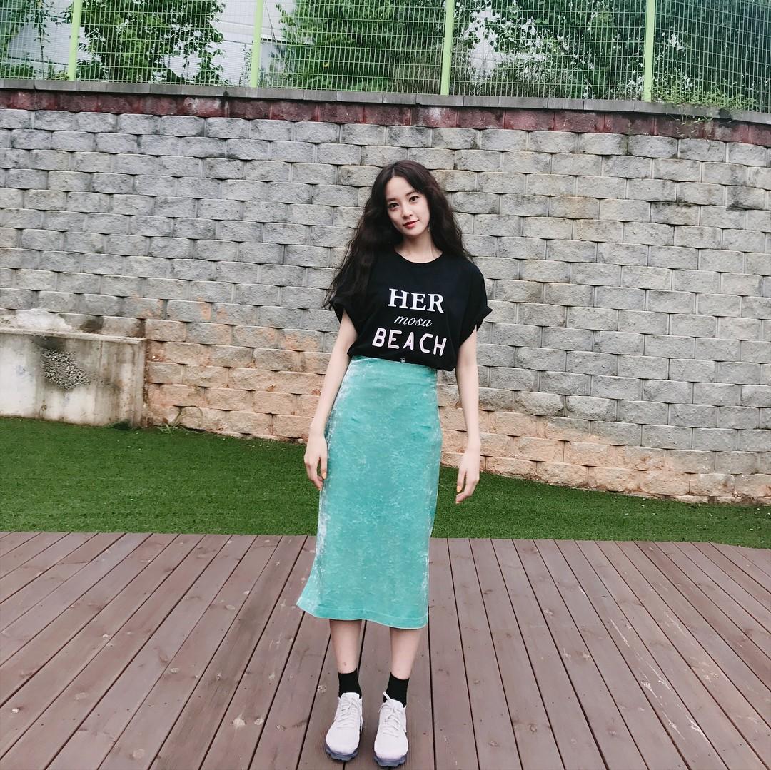 Là bạn gái G-Dragon nhưng Lee Joo Yeon chỉ trung thành với đồ basic thôi - Ảnh 11.