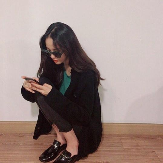 Là bạn gái G-Dragon nhưng Lee Joo Yeon chỉ trung thành với đồ basic thôi - Ảnh 8.