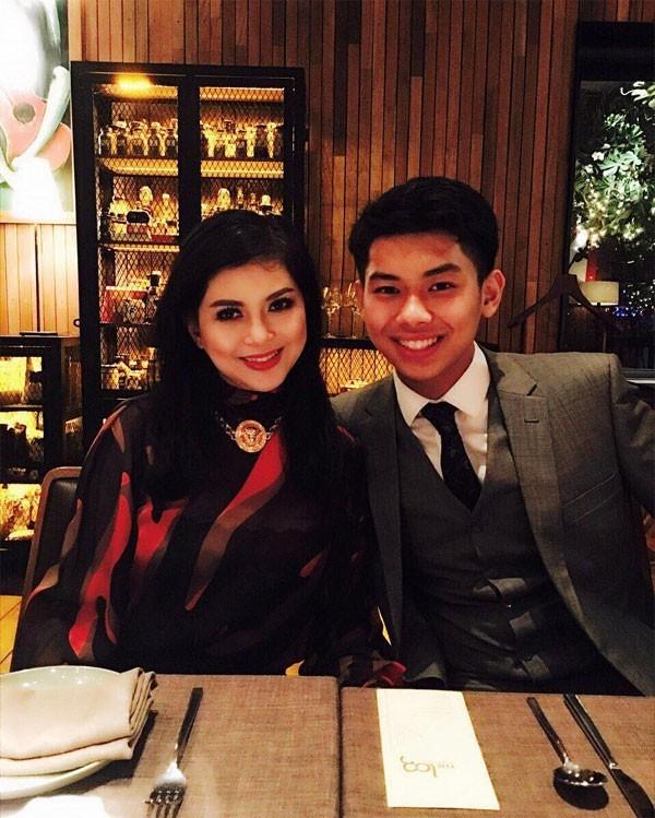 Ăn uống nhà hàng sang trọng với mẹ, diễn viên - doanh nhân Thủy Tiên.