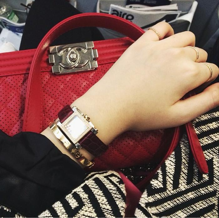 ... túi xách Chanel, vòng tay Cartier... là chuyện rất bình thường với cô nàng.