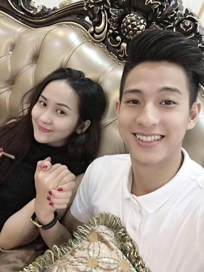 Cô nàng Hà Ánh Nhi xinh đẹptrước đây cònđược biết đến là bạn gái của tuyển thủ cầu lông điển trai Nguyễn Hồng Nam. Hiện tại hai người đã chia tay và cô cũng đã có gia đình nhỏ hạnh phúc của riêng mình.