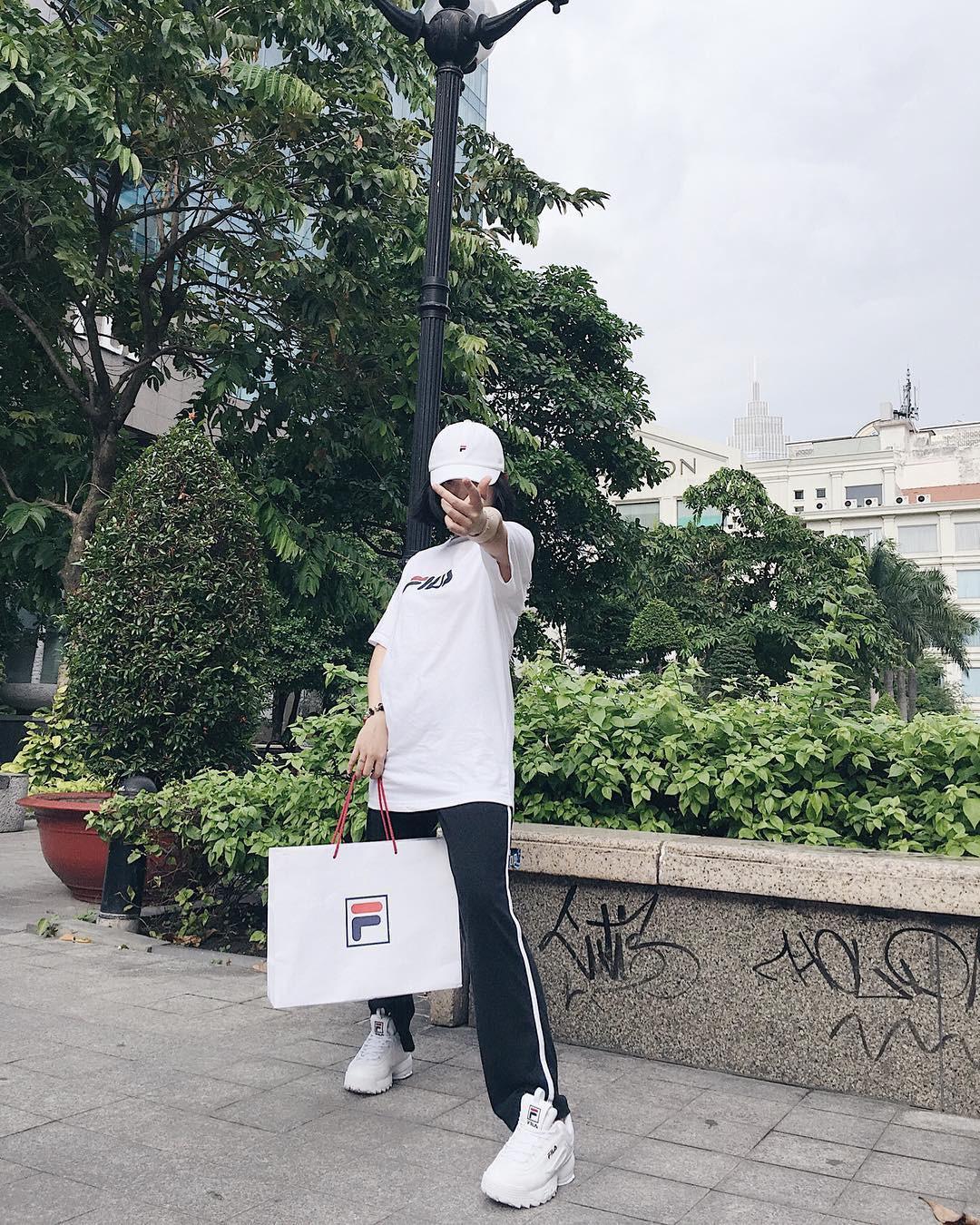 5 items hot hit được giới trẻ Việt sành mặc diện liên tu bất tận suốt năm 2017 - Ảnh 7.