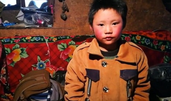 Bức ảnh cậu bé Trung Quốc bị đóng băng cả đầu vẫn đến lớp dưới thời tiết -9 độ và câu chuyện cảm động đằng sau - Ảnh 5.